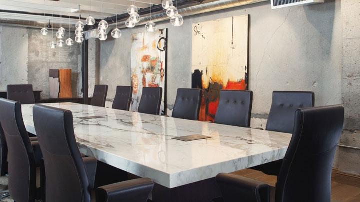Thể hiện hình ảnh và văn hóa công ty thông qua thiết kế văn phòng